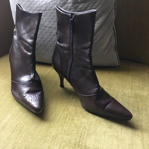 a53a51bb2e Sudini Shoes - EUC Sudini Brown Leather Pointed Toe Boot Size 7